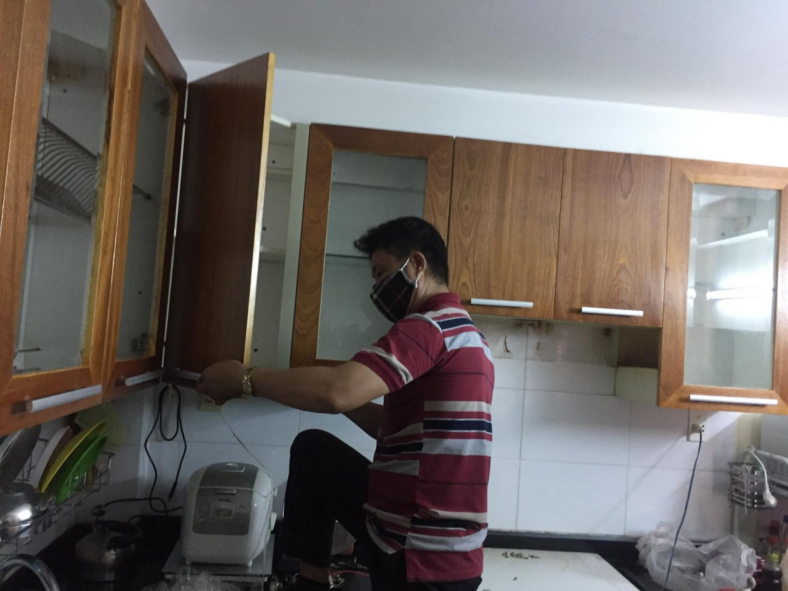 sửa tủ bếp hcm